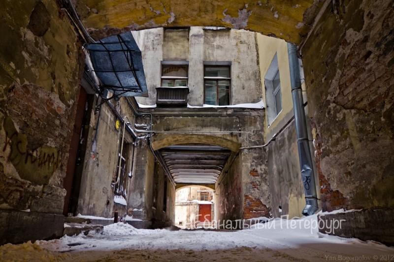 Экскурсия по дворам и парадным лестницам