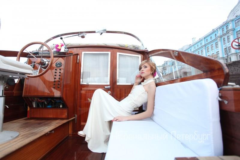 Романтическое свидание на катере