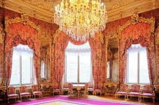 Экскурсия во дворец Белосельских-Белозерских